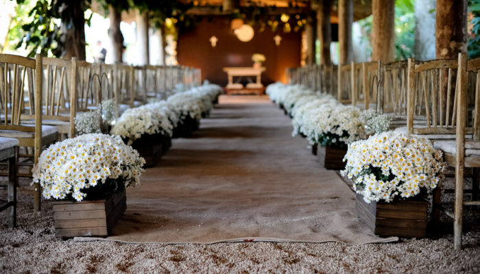casamento rústico altar