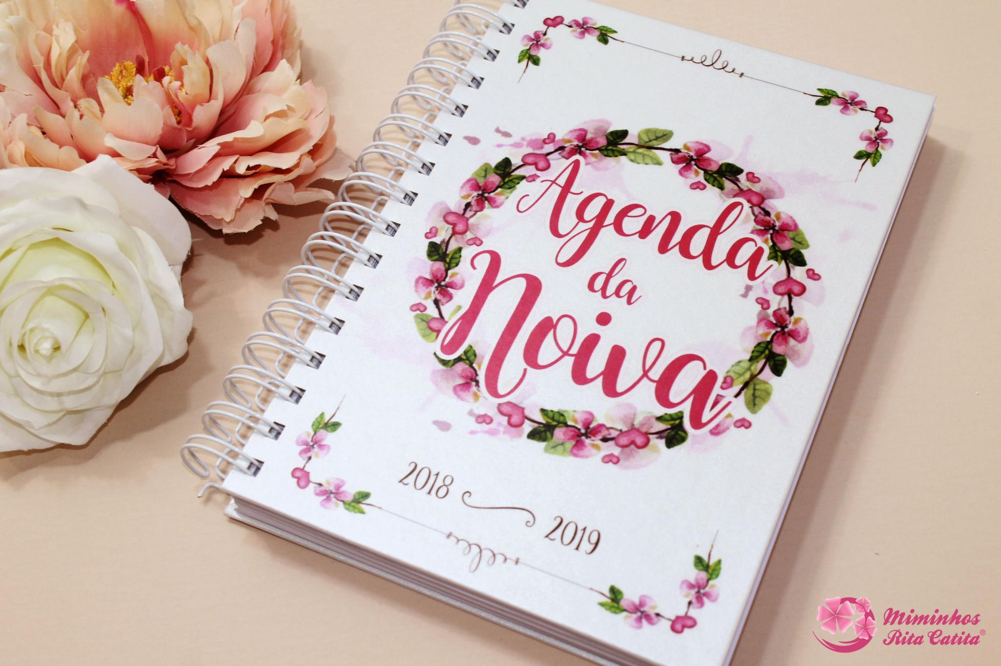 diário rosa e branco