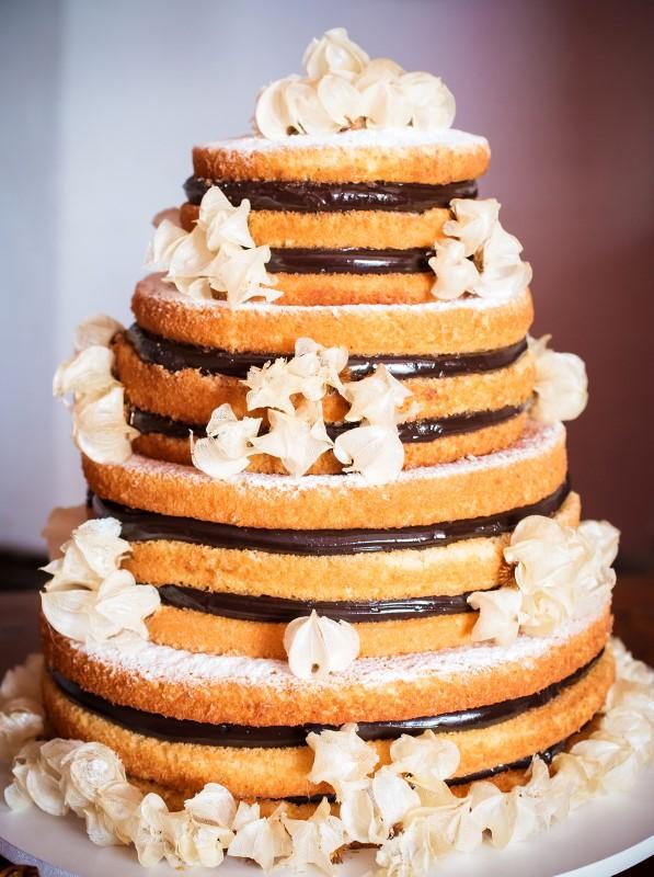 Bolo de casamento naked cake com brigadeiro gourmet