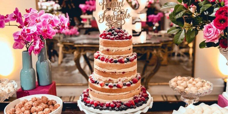 Bolo de casamento naked cake escrito