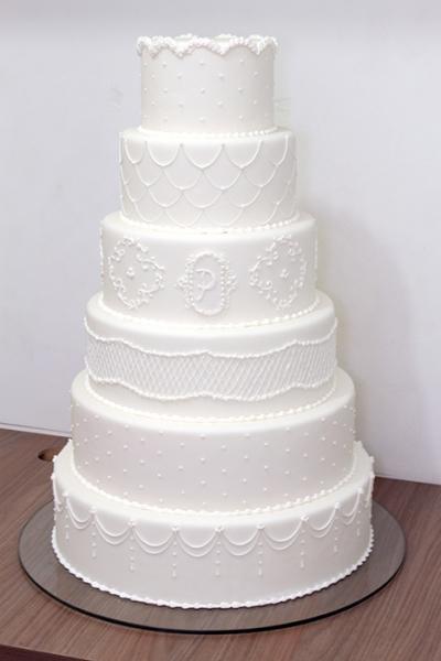Bolo de casamento redondo simples