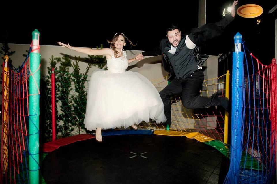 Casamento diferente com cama elástica