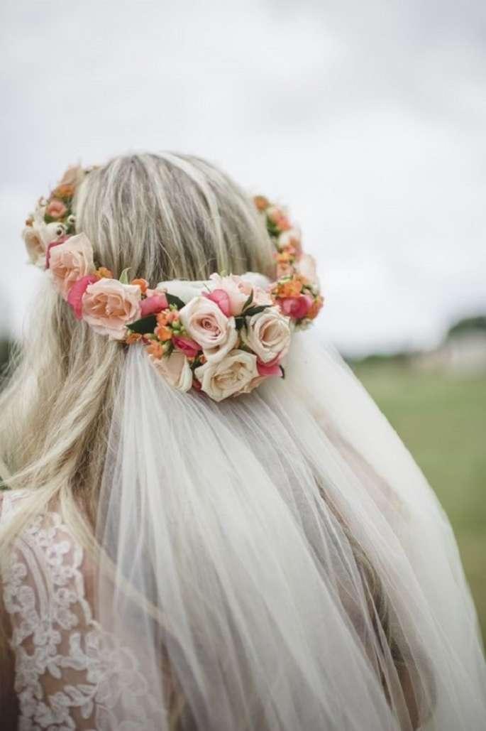 Grinalda de flores com véu