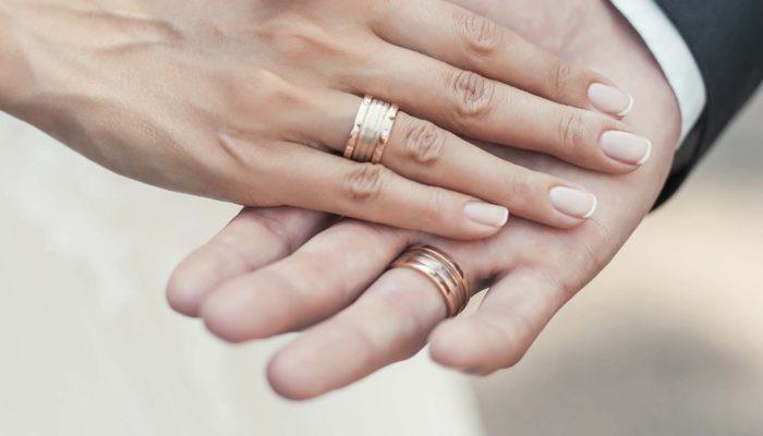 5ea8e72603d Aliança de casamento  Como escolher a ideal  É muito caro