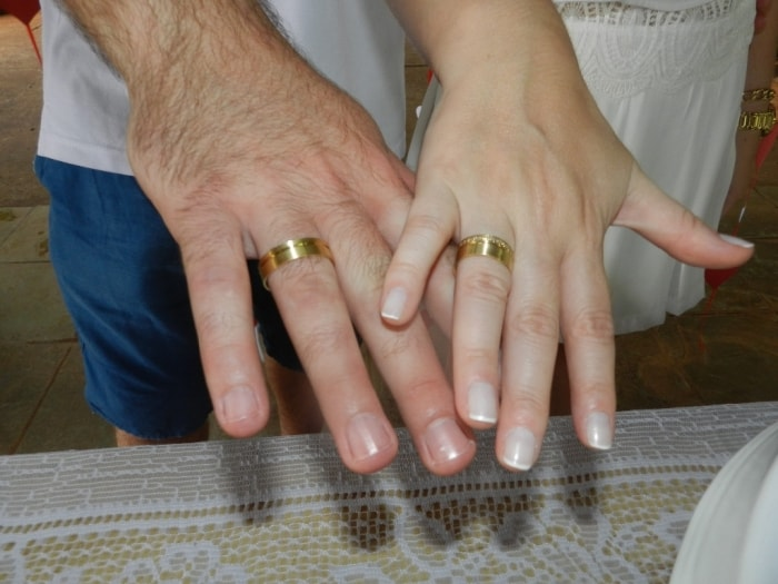 aliança de casamento grossa