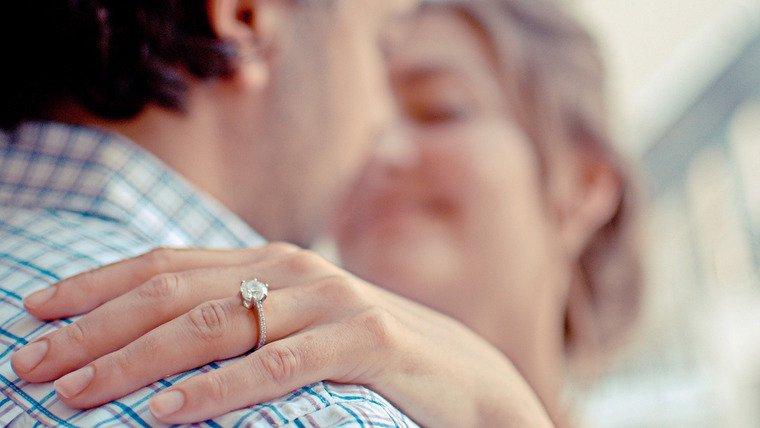 como escolher o anel de noivado