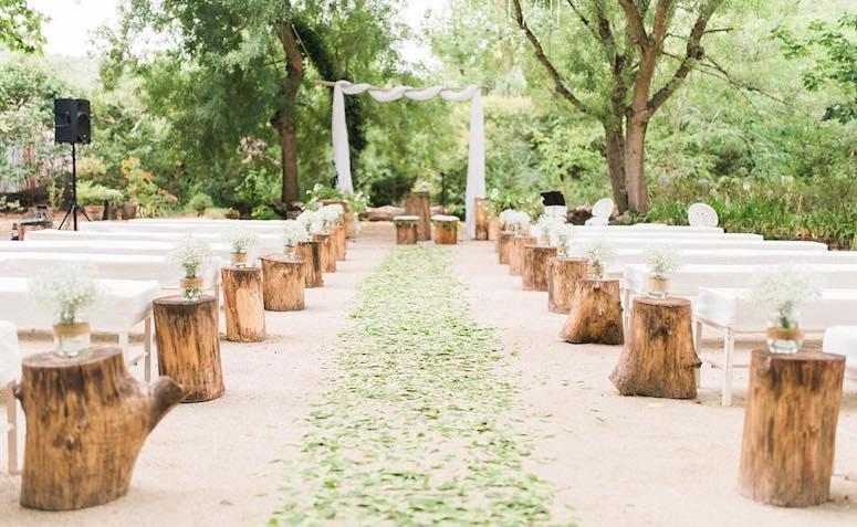 casamento de dia no campo com tocos
