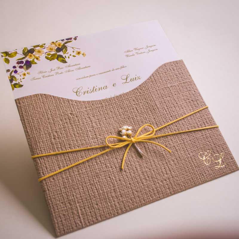 convite de casamento no campo amarelo branco e palha