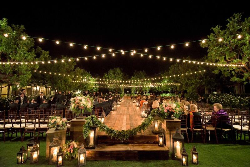 casamento no campo de noite