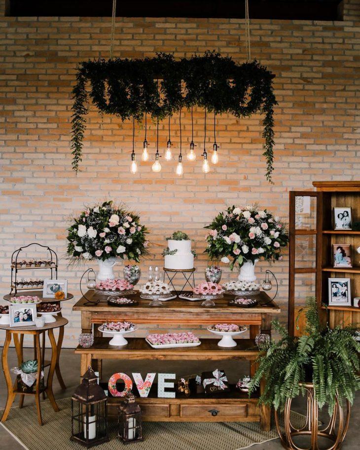 decoração de rosa e branco para casamento no campo