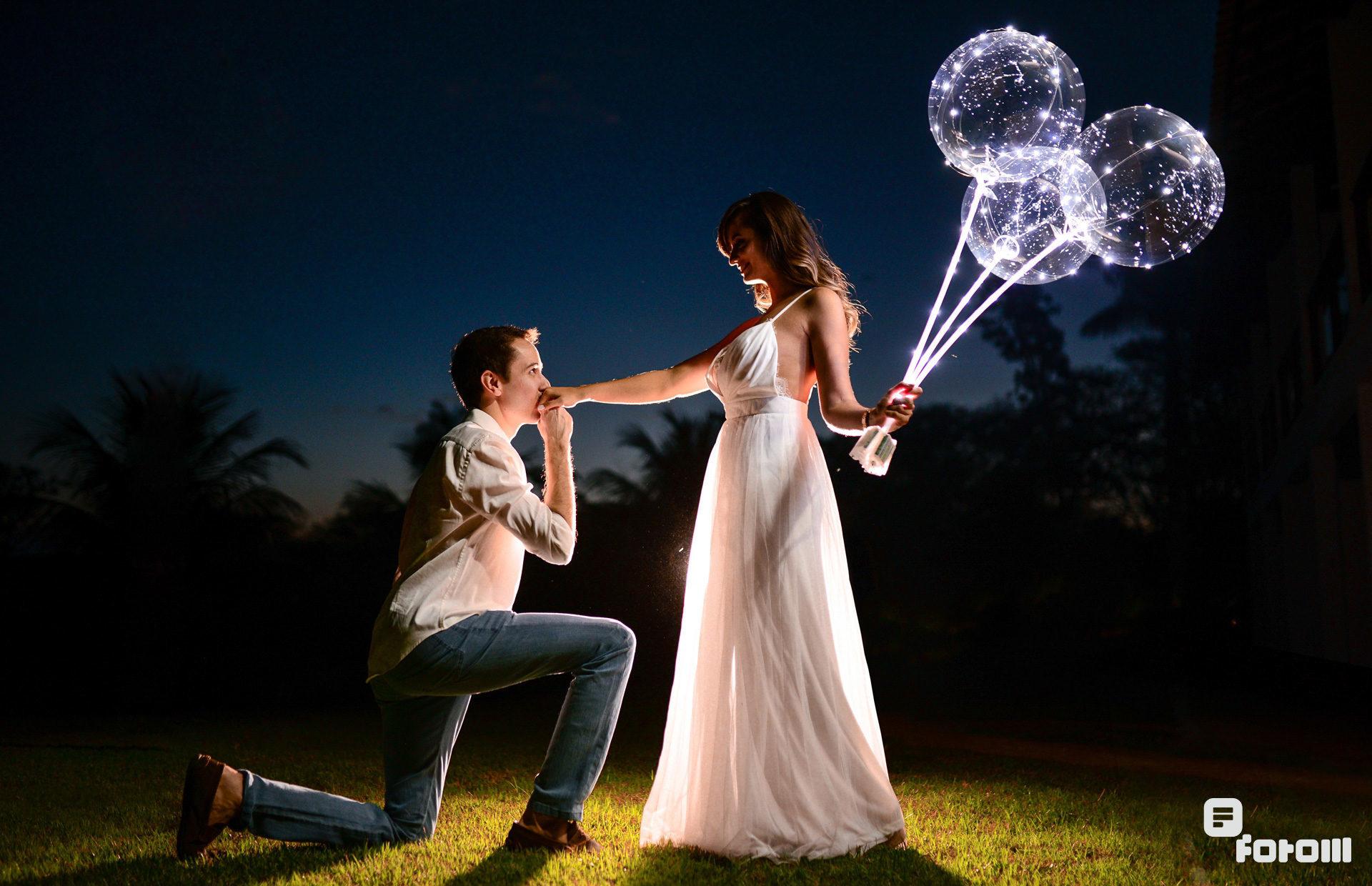 fotos pré-wedding com balões iluminados