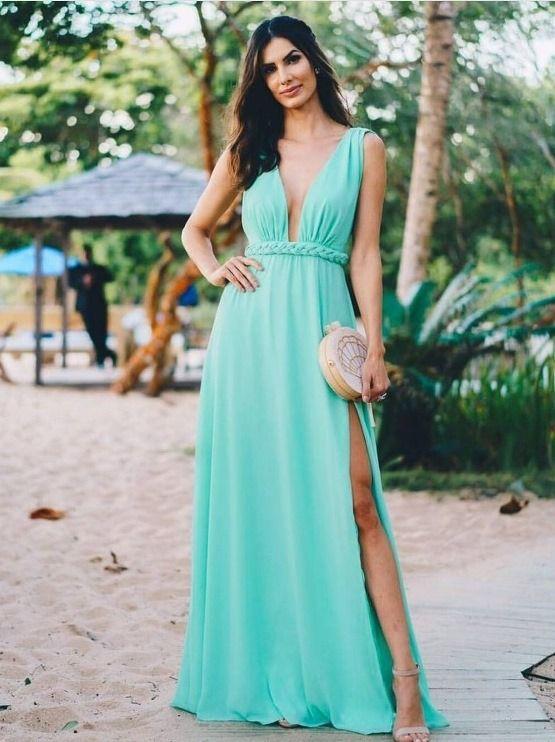 mulher com roupa azul