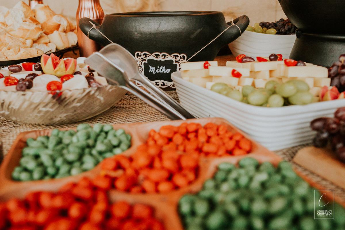 comida de casamento simples
