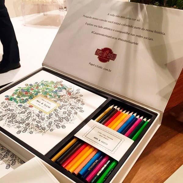 convite com lápis de cor